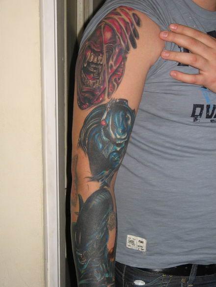 maldita vecindad tatuaje. intrucat cele doua tatuaje - NICO si-a tatuat buzele si sprancenele | Kiss