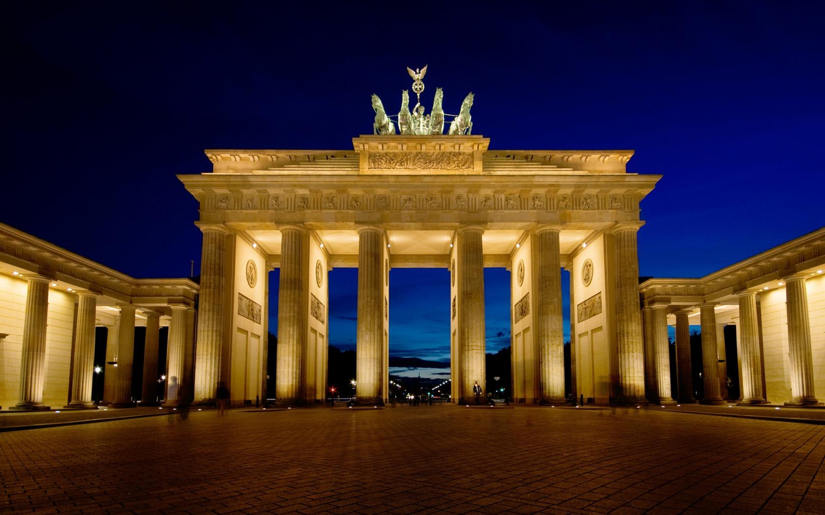 Imagini pentru Poarta Brandenburg