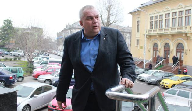 Azi, decizie definitiva: Nicusor Constantinescu vrea sa ia legatura cu subalternii, dar si cu consilierii judeteni(...)