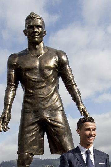 O creatie, impresionanta, pe masura reputatiei fotbalistului: Cristiano Ronaldo are statuie in orasul(...)