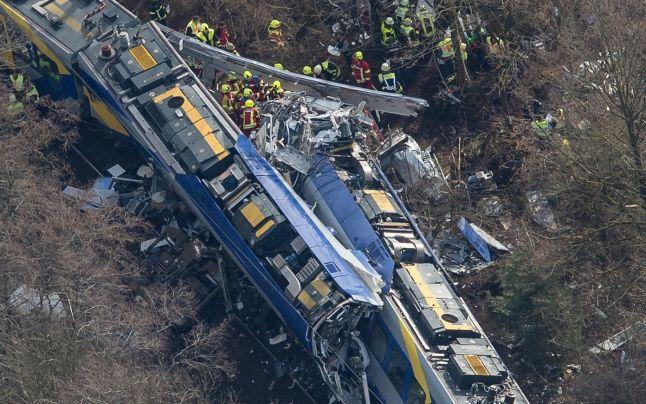 Accident feroviar la Pietroasa, s-a ciocnit un tren de pasagueri cu altul de marfa morti si raniti..