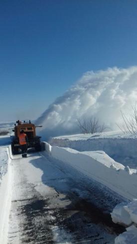 Sudul județului rămâne tot sub nămeți. Operaţiunile de curăţare a zăpezii continuă