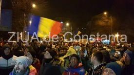 """""""Operaţiunea Steagul UE + Revoluţia Luminii"""". Ce pregătesc protestatarii din Piața Victoriei"""