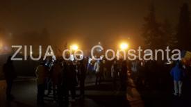 #ziua23 Strada rezistă. Peste 100 de persoane au protestat în Piaţa Victoriei