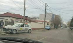 """Accident cu o maşină de """"Şcoală"""" pe strada Chiliei"""