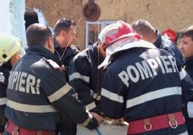 Copilul căzut în fântână a fost scos în viaţă de pompieri după mai bine de opt ore