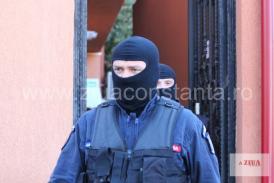 Percheziţii la Constanţa la un suspect de contrabandă de ţigări. Ce au găsit procurorii