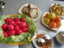 Ouă roşii, cozonac şi friptură De Înălțarea Domnului, Arimex Comexim 2000 SRL a oferit pacienţilor un meniu deosebit