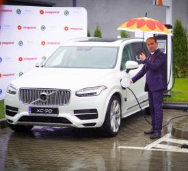 Rompetrol deschide prima benzinărie cu stații de încărcare pentru mașinile electrice