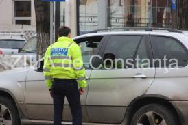 Ani de liceu. Poliţia Rutieră Constanţa a sancţionat şoferii care plimbau pasageri în afara caroseriei maşinii. De la ce şcoală sunt