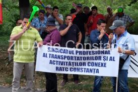 Şoferii RATC protestează în faţa Primăriei Constanţa (galerie foto+video)