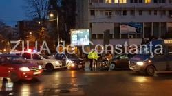 Imagini de la eveniment. Accident rutier în Constanța, la intersecția bulevardelor Ferdinand cu 1 Decembrie 1918. Două mașini au fost implicate (galerie foto + video)