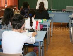 Caz şocant la Baia Mare. O elevă a încercat să-şi otrăvească colegii de clasă şi părinţii