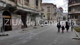 Constanţa. Pericol în Peninsulă. O bucată din balconul unei clădiri istorice s-a prăbuşit în afara zonei de protecţie (galerie foto+video)