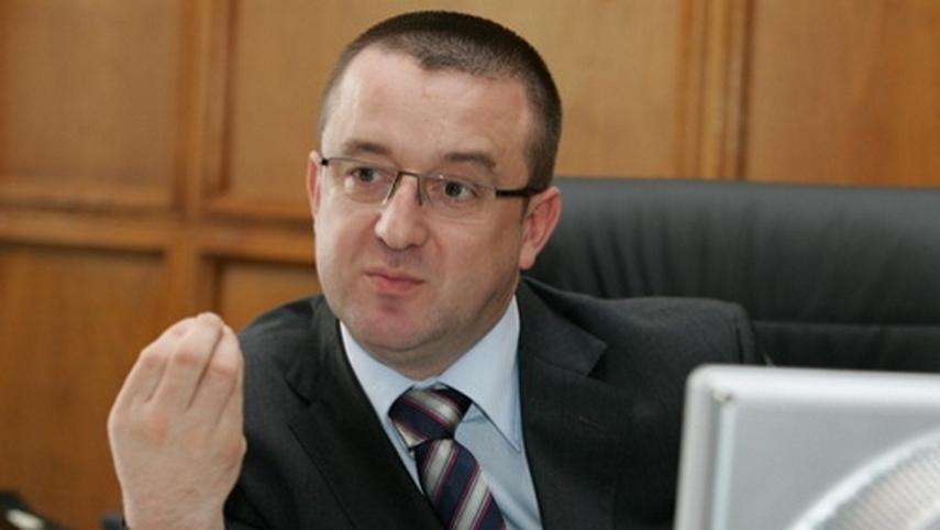 Cinci ani de inchisoare pentru Sorin Blejnar, fostul sef al banilor din Romania. Dosarul, amanat pentru 2018