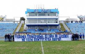 """SSC Farul. Fani și fotbaliști, mesaj pe teren """"Pasiunea transformă istoria în legendă. Ne vrem identitatea înapoi!"""""""