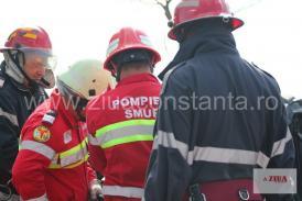 Impact violent în municipiul Ploiești. Un autoturism a intrat într-un tir parcat. Trei victime