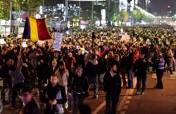 UPDATE. Proteste în Capitală. Incidente violente între protestatari şi jandarmi la Universitate. Bulevardul Magheru a fost ocupat (galerie foto)