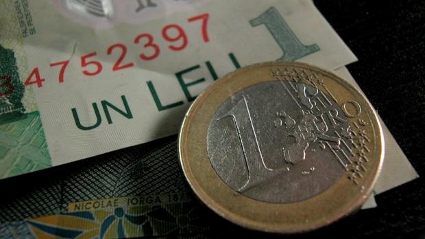 Curs BNR. Euro scade, dolarul coboara, leul se intareste