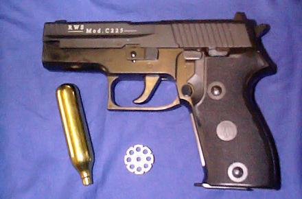 giurgiucanu_pistol.jpg