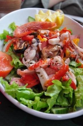 salata-cu-fructe-de-mare.jpg
