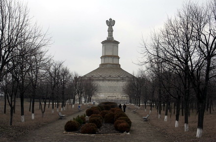 monument-AdamclisimonumentTropaeumTraiani03.jpg
