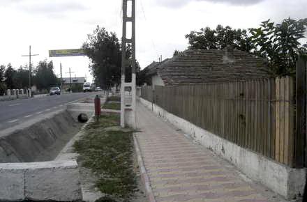 Nicolae_Balcescu_trotuar_pavele.jpg