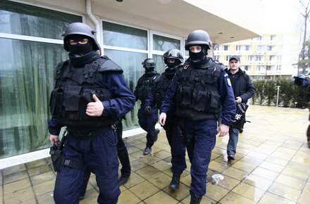 Diicot_-_politie_mascati.jpg