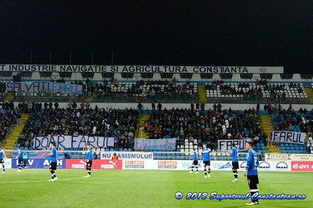 bannere pro farul puse pe stalpii de nocturna la meciul viitorul dinamo 74709 387071