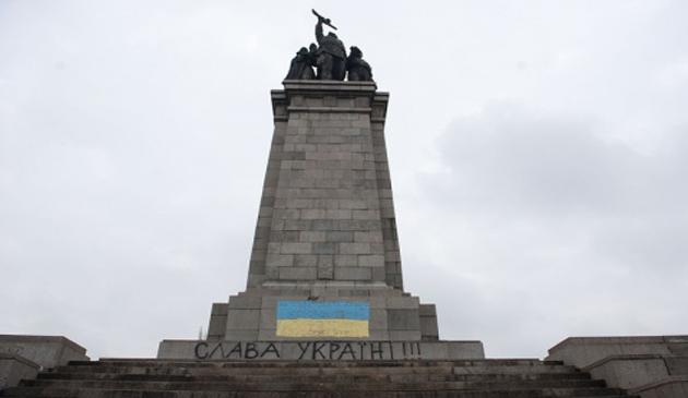 monument, sofia, bulgaria, ucraina, omagiu, proteste, armata, sovietica, putin, injurii, insulte