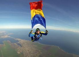 Imagini pentru 10 iunie - ziua paraşutiştilor militari din românia
