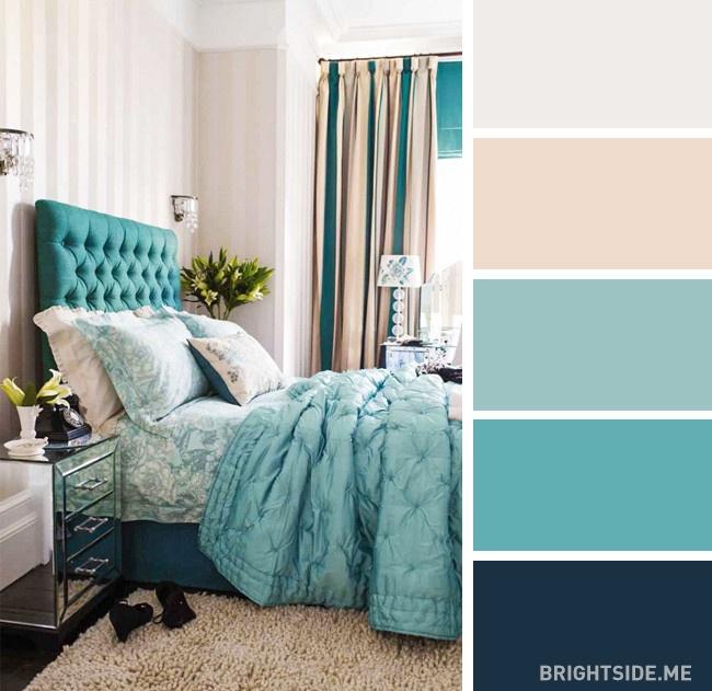 Dormitor în culori turcoaz cu o fotografie