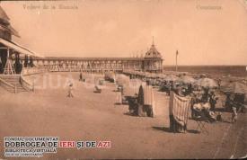 Șezlonguri pe plaja de la Mamaia