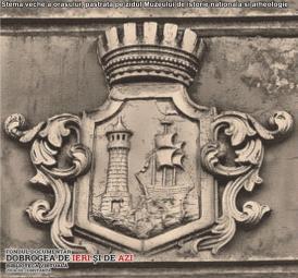 Stema veche a orașului, păstrată pe zidul Muzeului de Istorie Națională și Arheologie Constanța