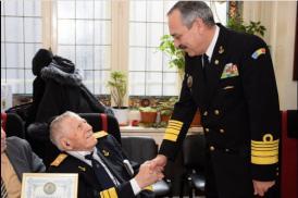 A împlinit 99 de ani! Șeful Statului Major al Forțelor Navale întâlnire emoționantă cu seniorul Careului Marinarilor. Despre Careu