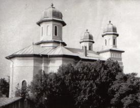 """#scrieDobrogea Biserica ortodoxă cu hramul """"Sf. Apostoli Petru și Pavel"""" din Medgidia - o biserică a creștinilor ridicată de un musulman"""