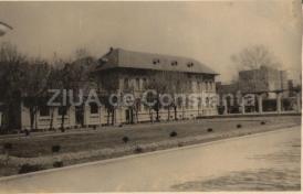 """#citeșteDobrogea Liceul """"Mircea cel Bătrân"""", transformat în spital de chirurgie. Lucrări din Biblioteca Virtuală ZIUA de Constanța"""