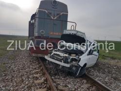 Mașină lovită de un tren de pasageri în județul Timiș