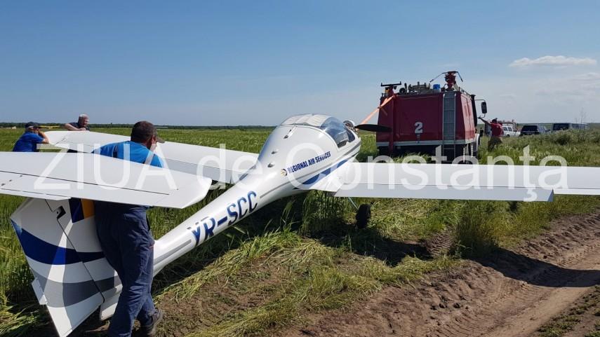 imagini de la eveniment aterizare fortata la tuzla un avion a ajuns in afara pistei 658800