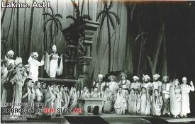 """Scenă din spectacolul """"Lakme"""" - Actul I"""