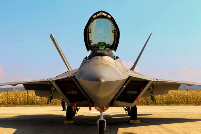 antrenament comun sua românia cu avioane f 22 raptor la câmpia