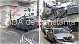 Imagini de la evenimentConstanţa. Accident rutier la intersecţia bulevardului Tomis cu strada Cuza Vodă. O maşină a intrat într-un imobil (galerie foto+video)