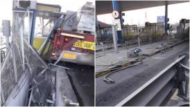 Accident în staţia de taxare de la Feteşti! Un autovehicul agabaritic a spulberat o cabină  (video)