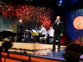 """La Festivalul Național """"Crizantema de aur"""", ediția 51 Premiu special pentru piesa interpretată de baritonul Iulian Bratu"""