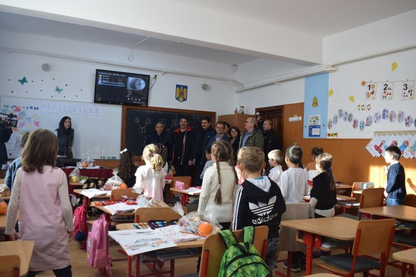 elevii claselor primare din cumpana vizitati de mos nicolae galerie foto 678495