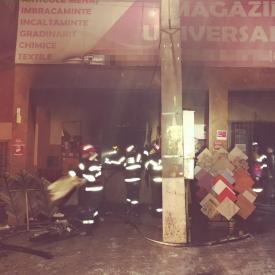 Incendiu la un magazin de materiale de construcţii din judeţul Tulcea