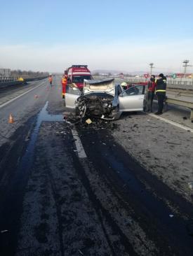 Accident rutier grav pe A1. Două autoturisme, grav avariate după ce un şofer a greşit ieşirea. Printre victime se aflau constănţeni