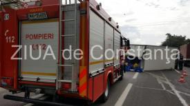 Accident rutier spectaculos în comuna Valea Doftanei, județul Prahova. Un autoturism, în pericol să cadă într-o prăpastie
