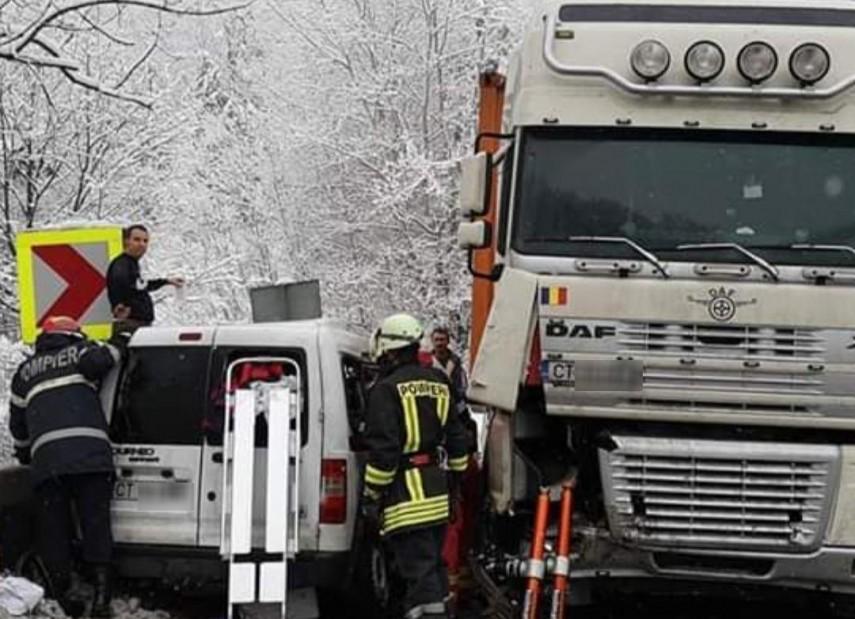 accident rutier grav pe dn 7 valcea doua tiruri si un autoturism implicate patru victime 681359