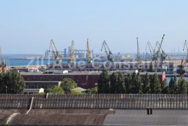 Contract atribuit de CN APM Constanța. Ce firmă se va ocupa de construirea unei hale pentru parcarea mașinilor și a utilajelor (document)